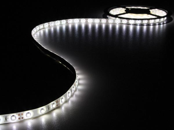LED STRIP WIT 5M 300 LEDS IP20 ZELFKLEVEND INCL. 12VDC ADAPTER